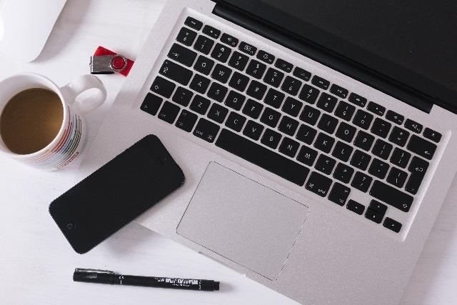 ブログ記事画像_パソコンとコーヒーとスマホ