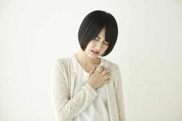 ブログ記事トップ画像_胸が苦しい女性