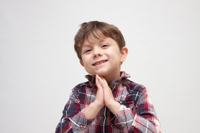 ブログ記事画像_子供のお願いポーズ