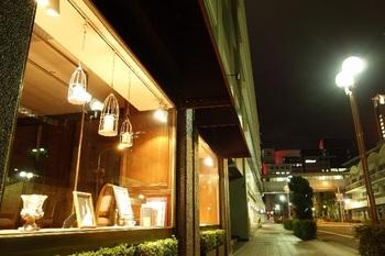 ブログ記事_トップ画像_夜のショウウィンドウ