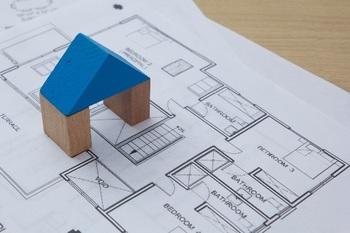 ブログ記事_トップ画像_マイホームと図面と模型