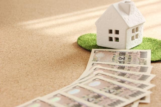 家の模型とお札